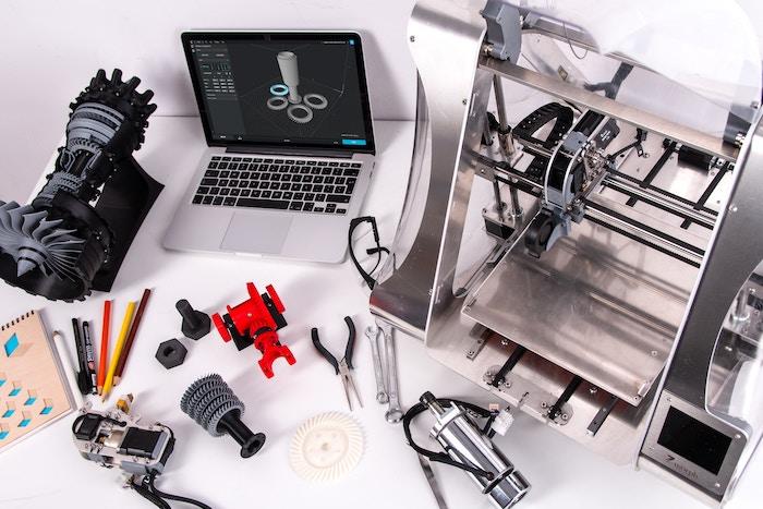 L'industrie du futur: Commencez par un projet pilote comme le prototypage rapide d'impression en 3D. De nouveaux produits ou projets peuvent être créés en deux fois moins de temps et avec une précision supérieure.